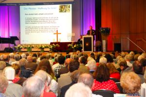 Die Koferenzteilnehmer während der Predigt